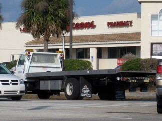 Tow truck in front of Walgreens in Boca Raton
